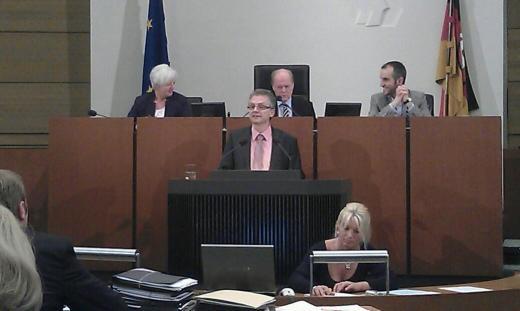 Bei der ersten Rede im Landtag. Thema war die Besoldungsanpassung im öffentlichen Dienst.