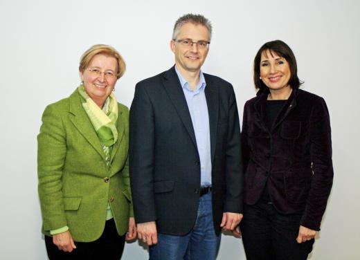Arbeitsbesuch bei der Agentur für Arbeit. Von links nach rechts: Gisela Lünnemann (Geschäftsführerin Operativer Bereich), Frank Henning MdL und Christiane Fern (Leiterin der Arbeitsagentur). / © Agentur für Arbeit