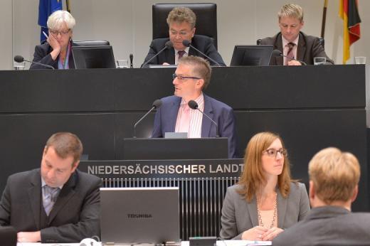 Während der Plenarrede vom 24. Oktober 2014 zum Antrag der FDP-Fraktion, eine Föderalismuskommission III einzusetzen (Foto: Wiard Siebels).