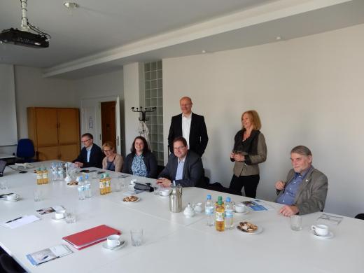 Der SPD-Arbeitskreis Umwelt während der Berlin-Bereisung vom 28. und 29. Mai 2015. V.l.n.r.: Frank Henning, Luzia Moldenhauer, Carina Wischhöfer (parl. Referentin), Marcus Bosse (vorn), Karsten Becker, Sigrid Rakow und Axel Brammer.