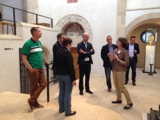 Mitglieder des SPD-Arbeitskreises Haushalt bei der Besichtigung des Hildesheimer Domes.