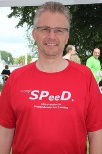 "Im Trikot des SPD-Teams ""SPeeD""."