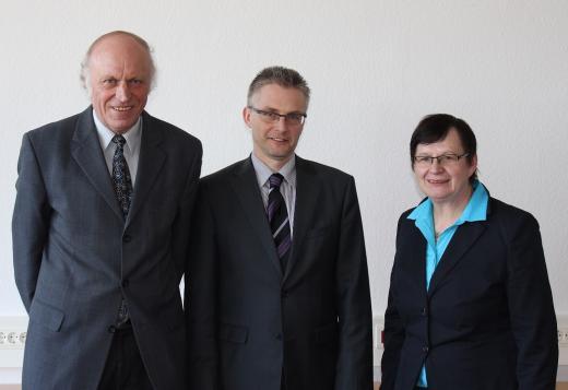 Renate Geuter, Frank Henning und Amtsleiter Herr Klumpe beim Gesprächstermin im Finanzamt für Großbetriebsprüfung Osnabrück.