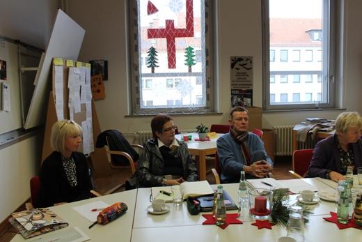 Während der Diskussion im Lehrerzimmer der Rosenplatzschule.