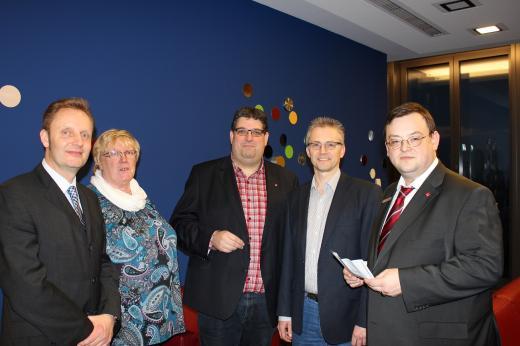 """Von links nach rechts: Dr. Thomas Möller (Leiter der """"Finanzkontrolle Schwarzarbeit"""" ), Gudrun Drosselmeier (Betriebsratsvorsitzende bei DIOSNA), Stephan Soldanski (Vorsitzender der AfA Region Osnabrück), Frank Henning, MdL und Frank Lewek (Personalratsvorsitzender der Sparkasse Osnabrück)"""