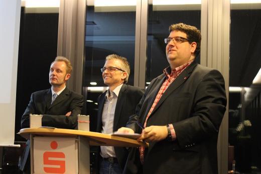"""Bei der Diskussion (von links): Dr. Thomas Möller (Leiter der """"Finanzkontrolle Schwarzarbeit"""" ), Frank Henning, MdL und Stephan Soldanski, Vorsitzender der AfA Region Osnabrück"""