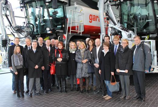 Die Teilnehmer der Exporttour bei der Firma Kotte Landtechnik in Rieste.