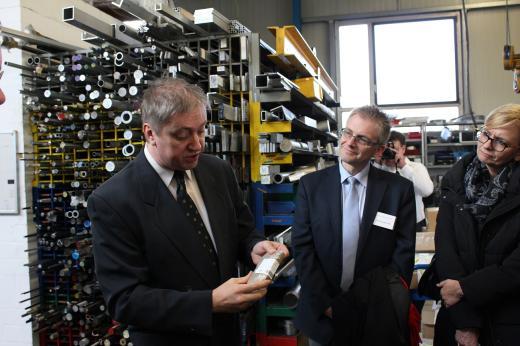 Bei der Werksbesichtigung der Firma ABACUS Maschinenbau mit Geschäftsführer Derk Weber.