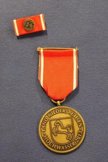 Vorderseite der Fluthelfer-Medaille.