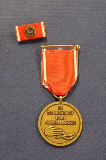 Rückseite der Fluthelfer-Medaille.