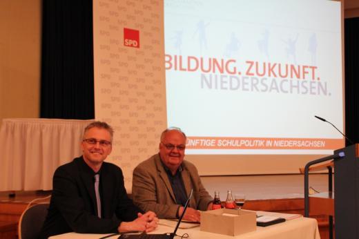 """Gemeinsam mit MdL Uwe Strümpel bei der schulpolitischen Informationsveranstaltung """"Bildung.Zukunft.Niedersachsen"""" am 29. April 2015 in Melle."""