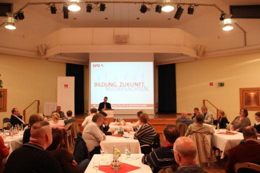 Knapp 40 Bürgerinnen und Bürger nahmen an der Veranstaltung teil und brachten sich mit vielen Diskussionsbeiträgen aktiv ein.