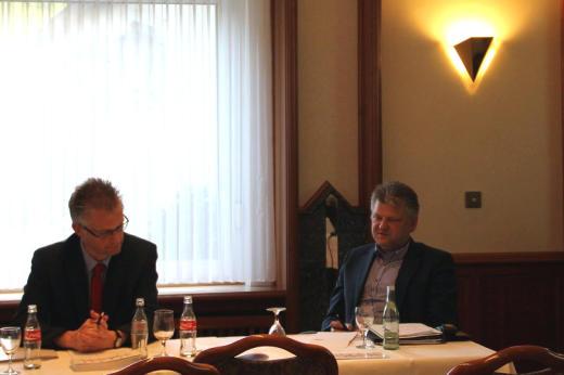 In der anschließenden Diskussionsrunde standen wir zu aktuellen schulpolitischen Themen Rede und Antwort.