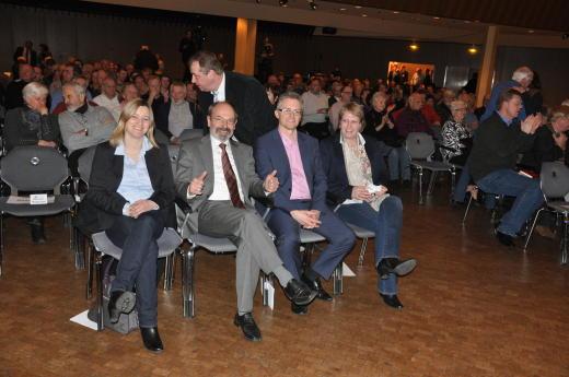 v.l.n.r.: Kathrin Rühl (Kandidatin im Wahlkreis Georgsmarienhütte), Claus-Peter Poppe (Kandidat im Wahlkreis Bersenbrück), Frank Henning (Kandidat für Osnabrück Ost) und Antje Schulte-Schoh (Kandidatin für Osnabrück West).