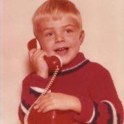 Früh übt sich, wer Politiker werden will: Erste Erfahrungen mit dem Telefon.