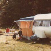 Gemeinsam mit meinem Bruder beim Campen. Begeisterter Camper bin ich bis heute gelieben.