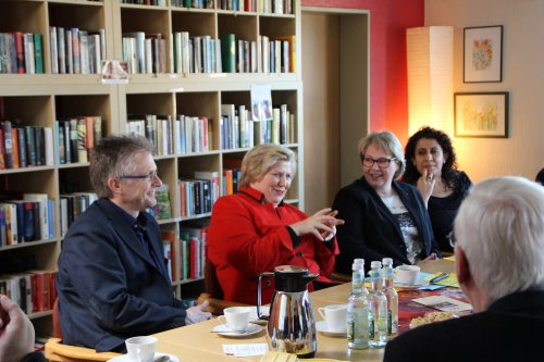 """Besuch von Sozialministerin Cornelia Rundt beim Verein """"Wir in Atter"""", der sich bereits seit zehn Jahren für das kulturelle Miteinander im Stadtteil Atter engagiert."""