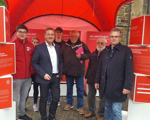 Infostand der SPD-Landtagsfraktion macht Station in Bramsche mit Landtagskandidat Guido Pott.