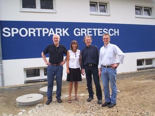 """Besuch bei """"meinem"""" TSG, v.l.: Jürgen Bußmann (langjähriger Vereinsvorsitzender), Alice Graschtat (frühere Landtagsabgeordnete), Ulrich Hus (derzeit Vorsitzender des Stadtentwicklungsausschusses) und Frank Henning."""