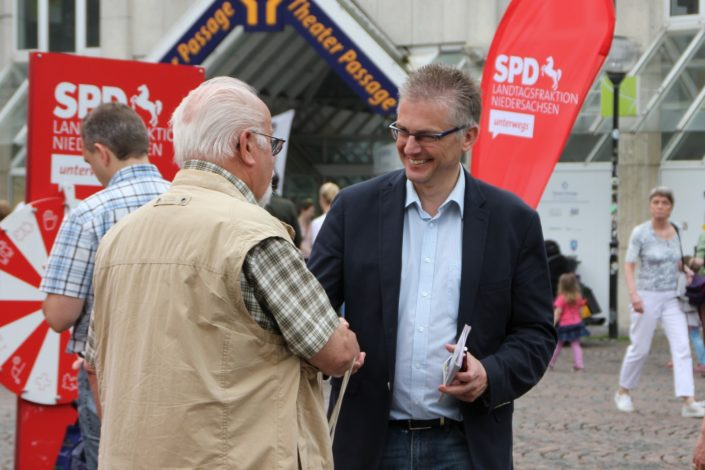 Beim Infostand der SPD-Landtagsfraktion in Osnabrück.