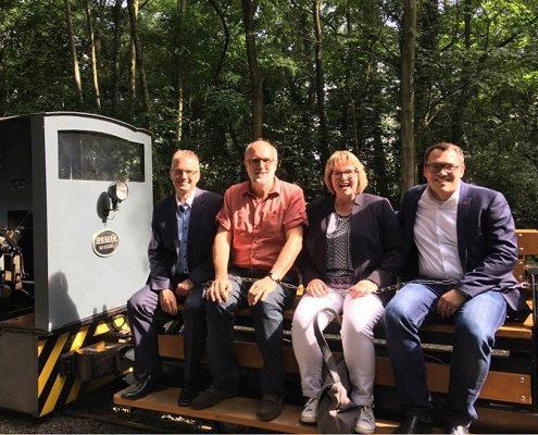 Fahrt mit der Feldbahn. Von links nach rechts: MdL Frank Henning, SPD-Generalsekretär Detlef Tanke, Bundestagskandidatin Antje Schulte-Schoh und MdEP Tiemo Wölken.