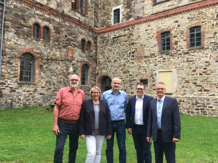 Von links nach rechts: SPD-Generalsekretär Detlef Tanke, Bundestagskandidatin Antje Schulte-Schoh, Museumsdirektor Rolf Spilker, MdEP Tiemo Wölken und MdL Frank Henning.