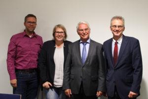V.l.n.r.: Matthias Wübbel (SPD-Landtagskandidat im Wahlkreis Fürstenau), Antje Schulte-Schoh (SPD-Bundestagskandidatin aus Osnabrück), Finanzminister Peter-Jürgen Schneider und Frank Henning (SPD-Landtagsabgeordneter aus Osnabrück).