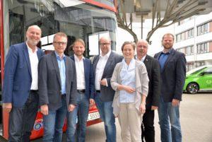Von links nach rechts: Dr. Stephan Rolfes (Vorstand der Stadtwerke), zusammen mit den SPD-Landtagsabgeordneten Frank Henning, Stefan Klein, Jörn Domeier, Thordies Hanisch, Rüdiger Kauroff und Matthias Arends. Foto: © Stadtwerke Osnabrück