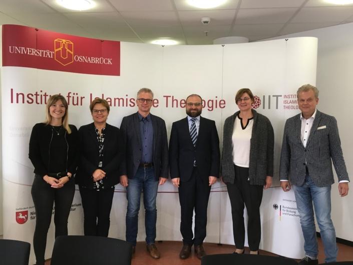 Zu Besuch beim IIT. V.l.n.r.: Post-Doc Deniz Greschner, MdL Dr. Silke Lesemann, MdL Frank Henning, Prof. Dr. Bülent Uçar, MdL Dr. Thela Wernstedt und Prof. Dr. Wolfgang Lücke