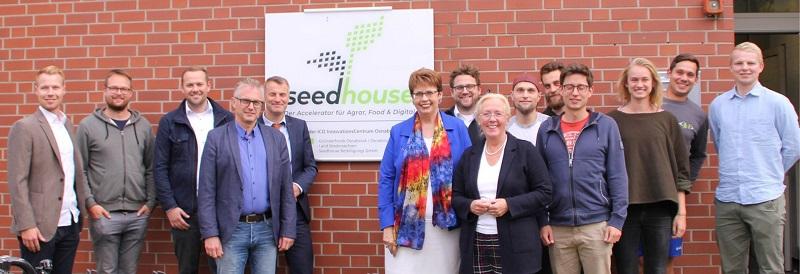 Besuch Seedhouse mit Ministerin Birgit Honé