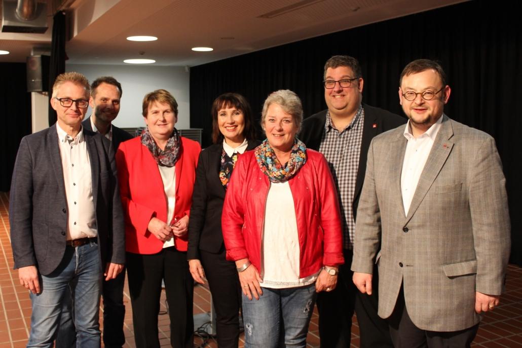 Von links nach rechts: MdL Frank Henning, Marco Hörmeyer (Moderator), Johanne Modder (Vorsitzende der SPD-Landtagsfraktion), Christiane Fern (Leiterin der Osnabrücker Arbeitsagentur), Petra Schubert (Betriebsratsvorsitzende von Autovision Wolfsburg), Stephan Soldanski (1. Bevollmächtigter der IG Metall Osnabrück) und Frank Lewek (Vorsitzender der AfA Region Osnabrück).