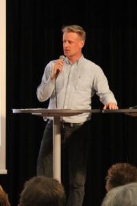 Nils Bielkine, Gewerkschaftssekretär der IG Metall, warf ein Schlaglicht auf die Themen Leiharbeit und prekäre Beschäftigung.