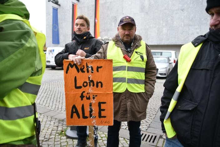 Demonstration der Gilde-Mitarbeiterinnen und -Mitarbeiter vor dem Nds. Landtag am 20. November 2019.